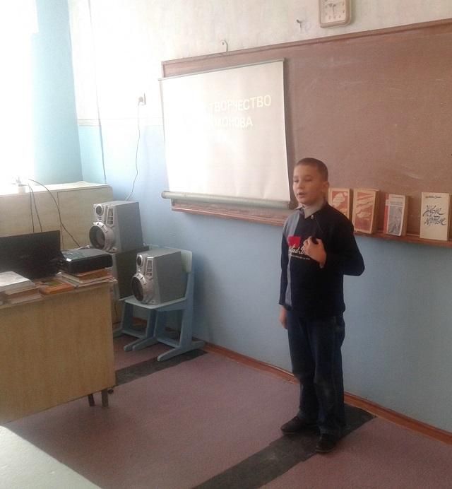 А. Герлатовский читает стихотворение Симонова